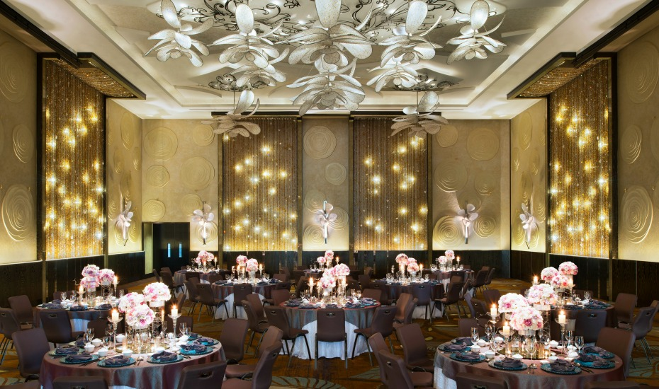 Hotel Weddings In Singapore Watch A Cabaret Show At This Vegas