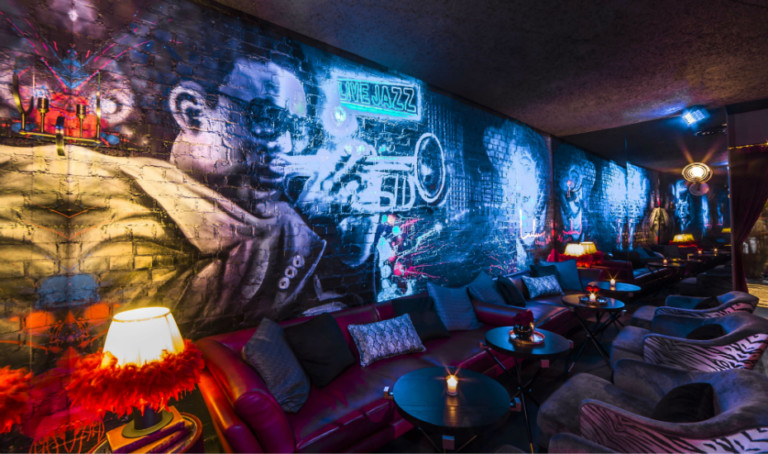 Lulu's Lounge in Singapore: A New York-inspired cocktail bar and music venue has opened in Pan Pacific Hotel