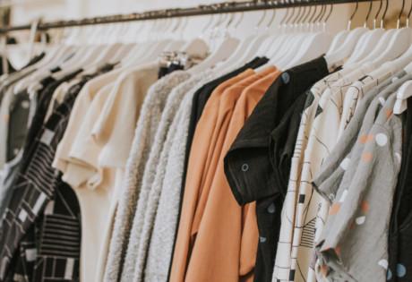 outlet-malls-lauren-roberts-unsplash