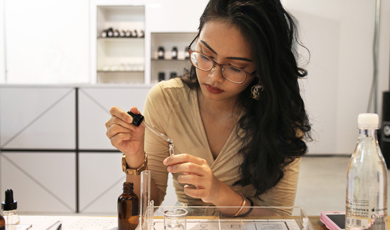 Customisable perfumes in Singapore: Make your own bespoke scent at Oo La Lab