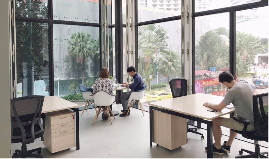 office working table small coworking spaces in singapore shared office district6 opens city halls odeon towers for freelancers and startups singapore