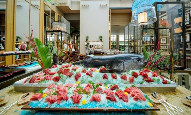 Best seafood buffets in Singapore: Fresh tuna on display at Colony for easy pickings.