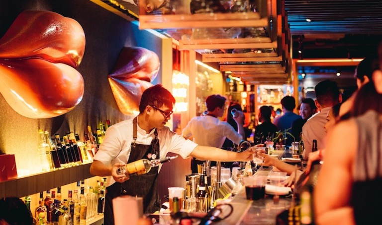 Bars in Clarke Quay: Wine, beers, cocktails and live music in Singapore's party central