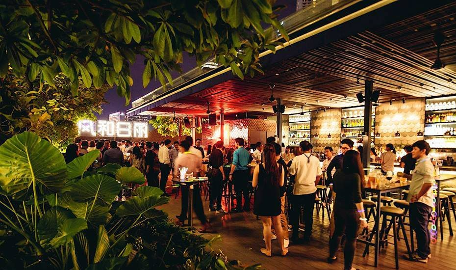 Best happy hour deals in Singapore's bar scene