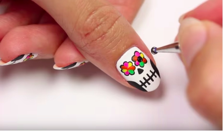 Halloween nail art: Mummy, Frankenstein, cemetery and ...