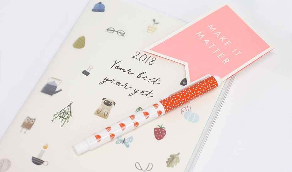 desk-organiser-honeycombers-diary