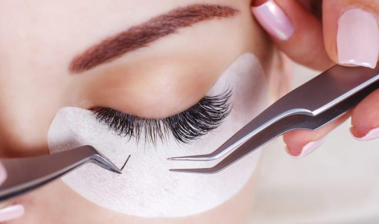 Eyelash extension studios: take minutes off your makeup routine with semi-false lashes