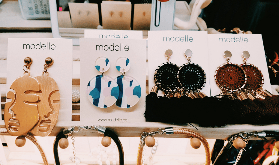 Statement earrings in Singapore: Modelle