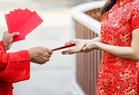 Ang pao etiquette the rules for giving out red packets at Chinese New Year Honeycombers Singapore
