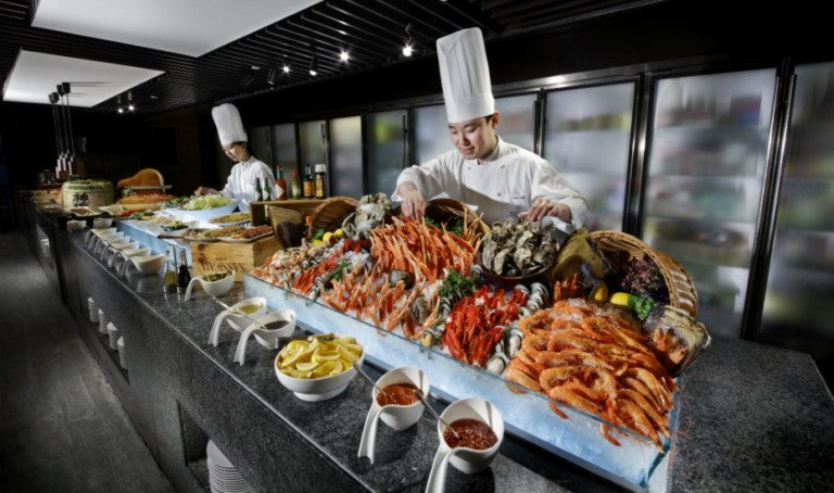 We found the best one-for-one buffet deals in Singapore with UOB Cards