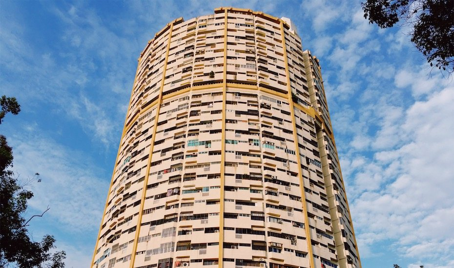 Take a peek at the architecture of Pearl Bank Apartments, before it gets demolished