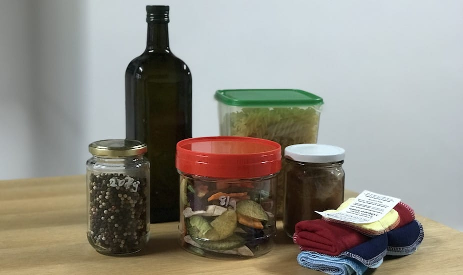 Zero waste shopping at Unpackt: we refilled our own containers with olive oil, pasta, peppercorns, spices and snacks