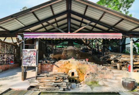 See this traditional kiln in Singapore. Photography: Thow Kwang Pottery Jungle