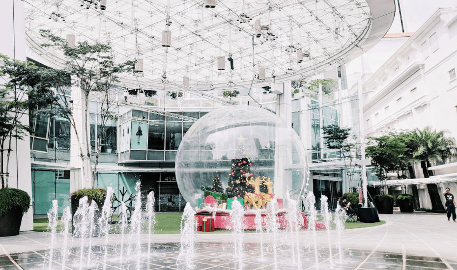 Capitol Singapore and Chijmes are getting us in the Christmas spirit with snowflakes and beer