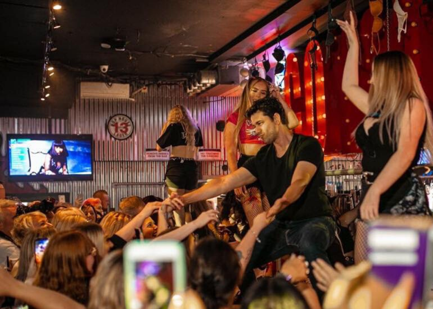 Coyote Ugly Saloon | V-day in Singapore