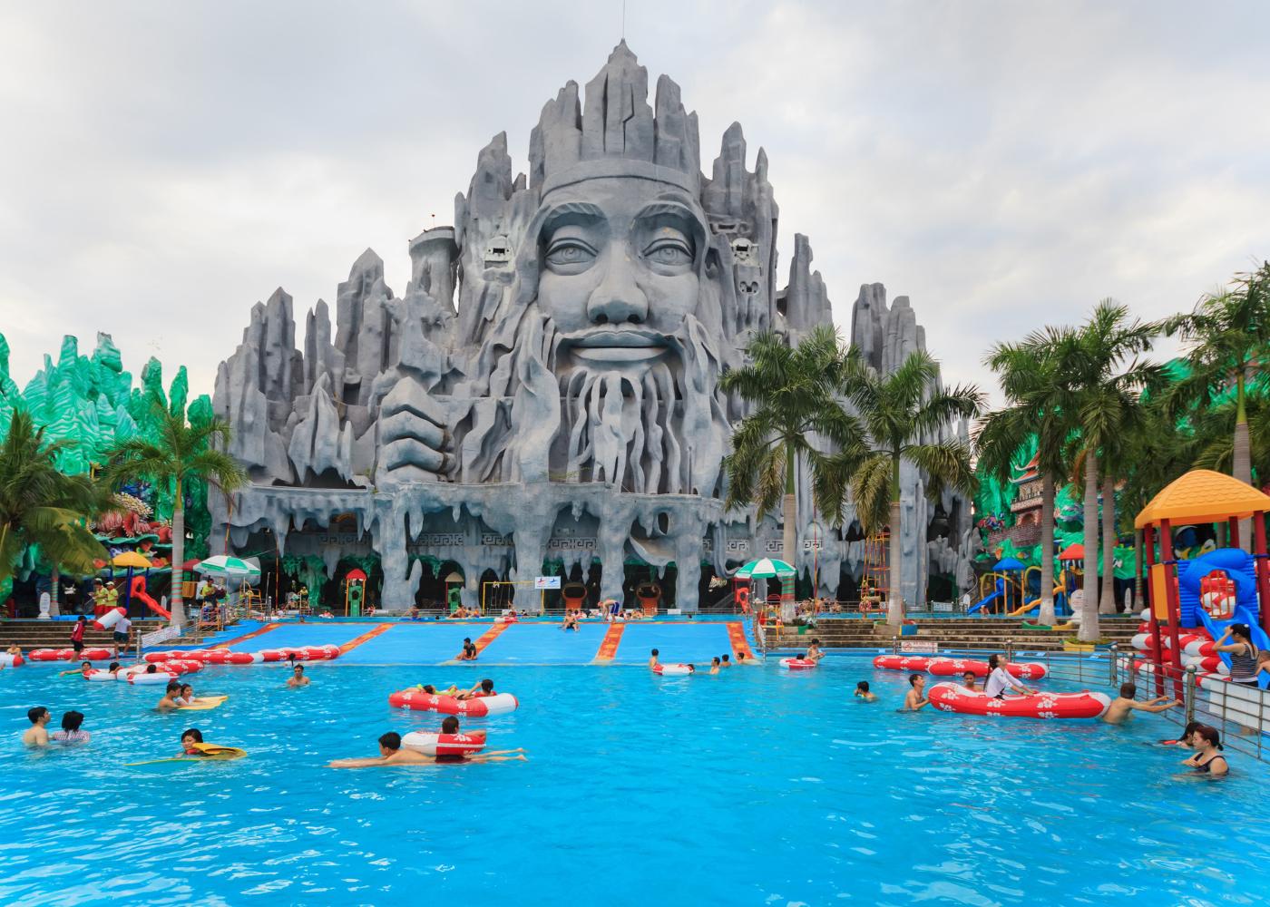 Theme parks in Southeast Asia for adrenaline junkies | Suoi Tien Theme Park, Vietnam