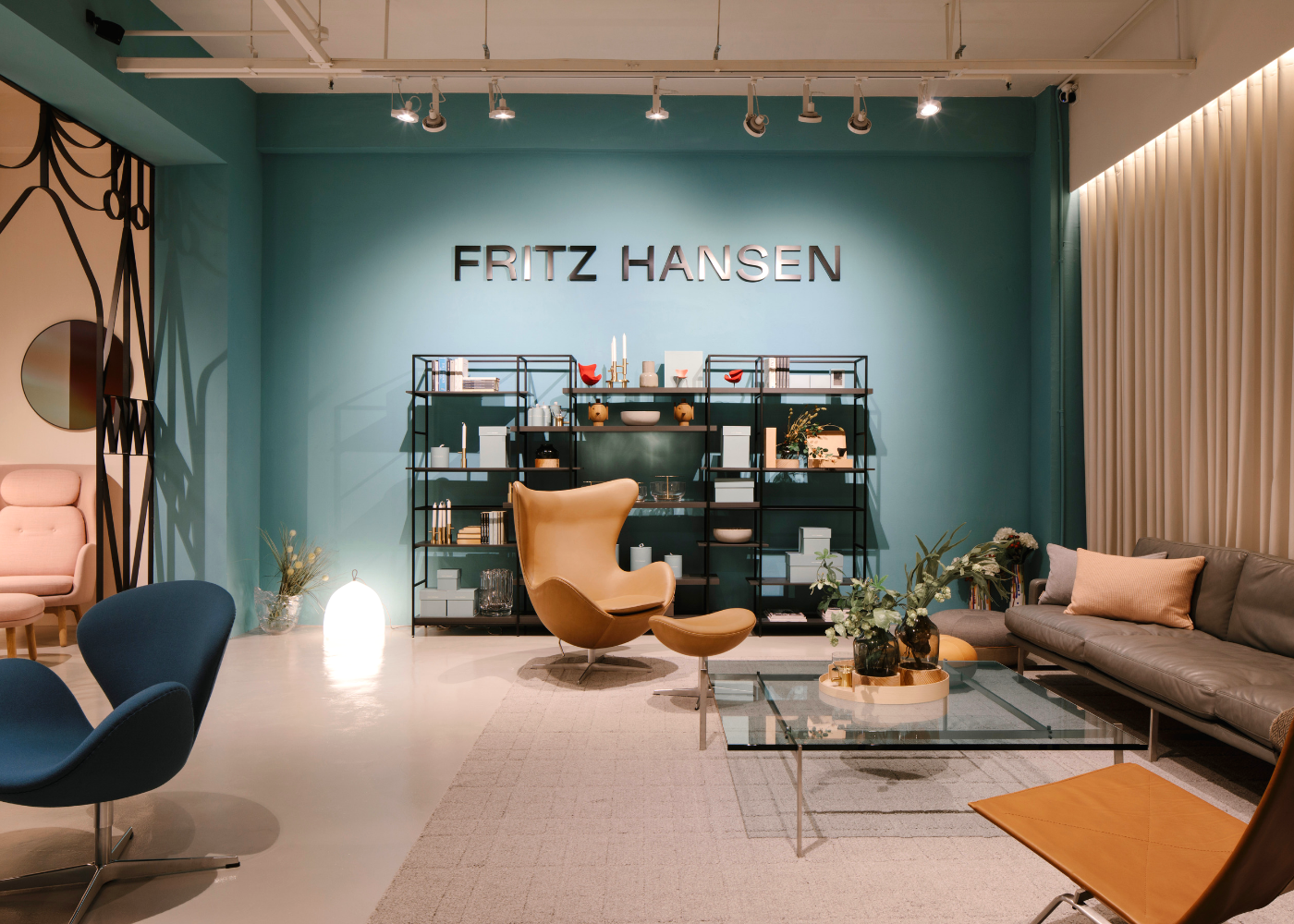 Welcome to our new (dream) crib: The Fritz Hansen Lounge is here thanks to W Atelier