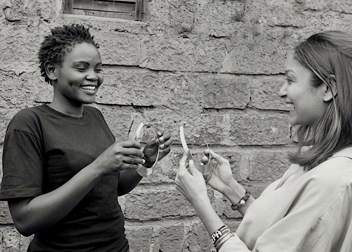 Chetna Bhatt Ashepa Lifestyle in Kenya with an artisan