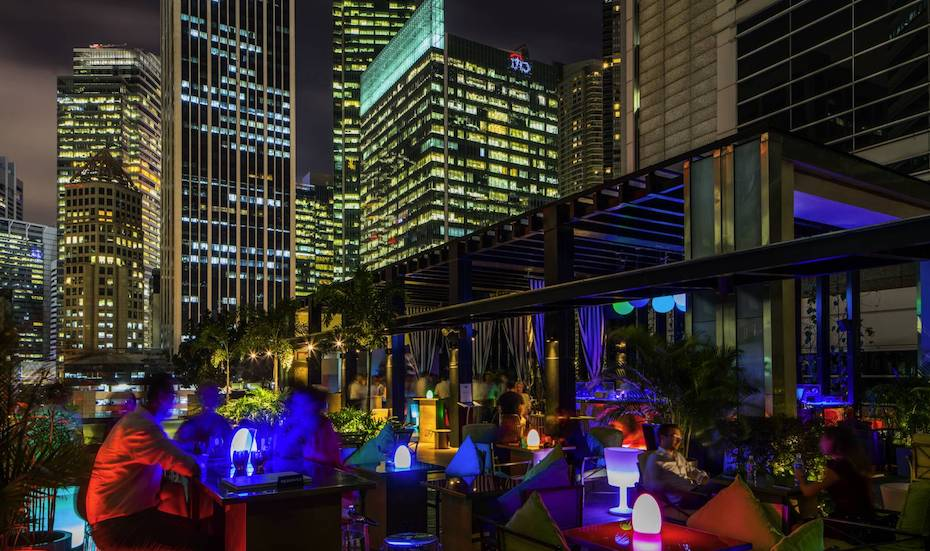 So Sofitel's 1927 bar is an great rooftop bar in Singapore