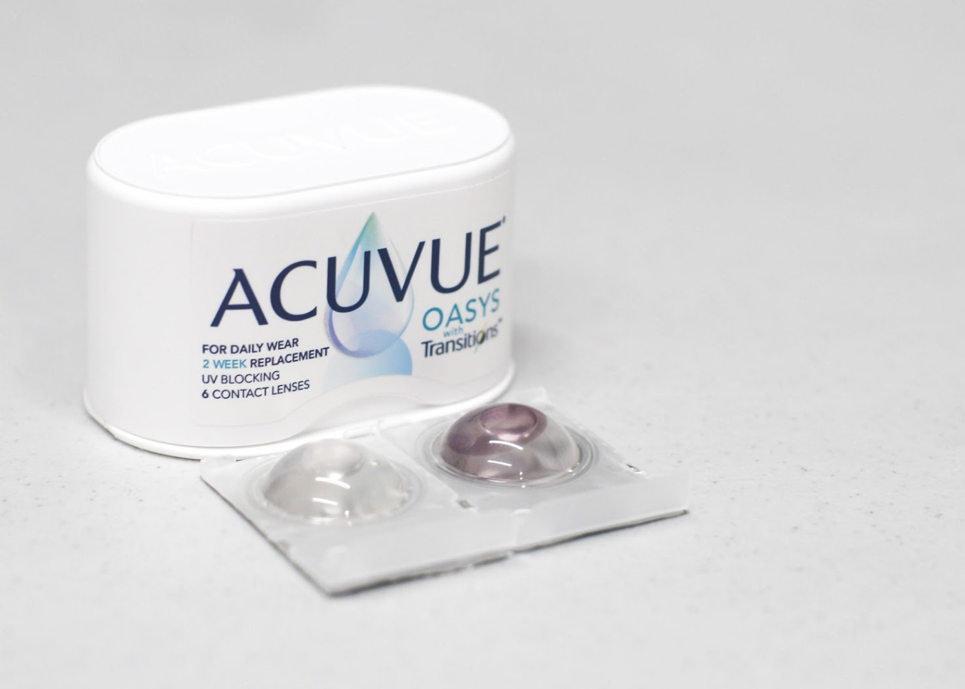 ACUVUE OASYS Contact Lenses with Transitions – Left blister pack when lenses are inactivated and right blister pack when it is activated.