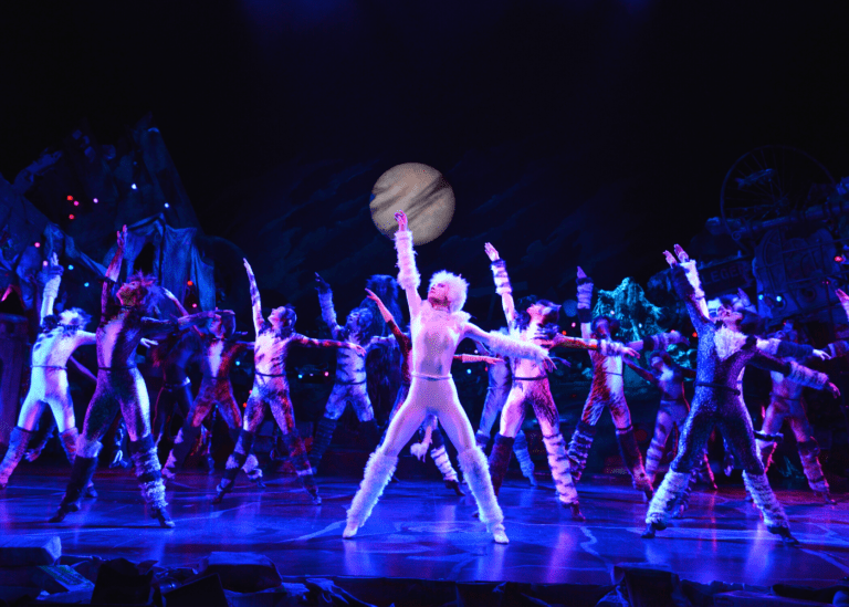 Treat yourself: Pair your CATS musical experience in Singapore with brunch, dinner or drinks!