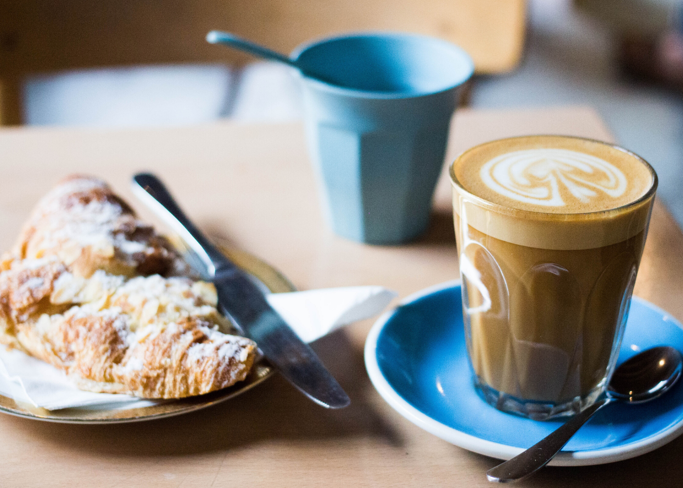 Dating stories: coffee and croissant date