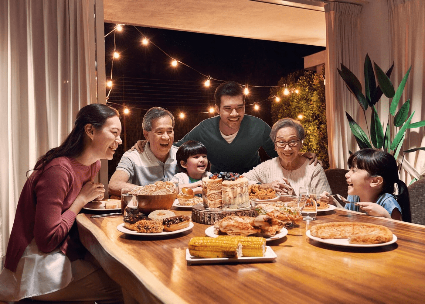 GrabFood Delivery New Features | Family gathering at home
