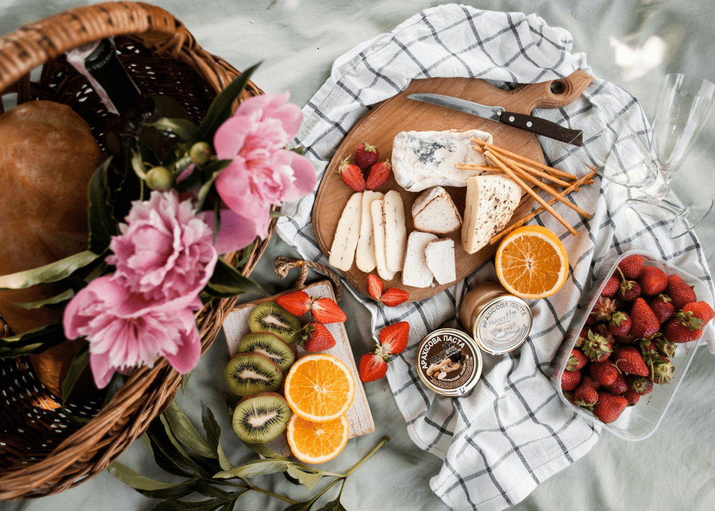 Picnic in Singapore: A pretty mat for the perfect flatlay.