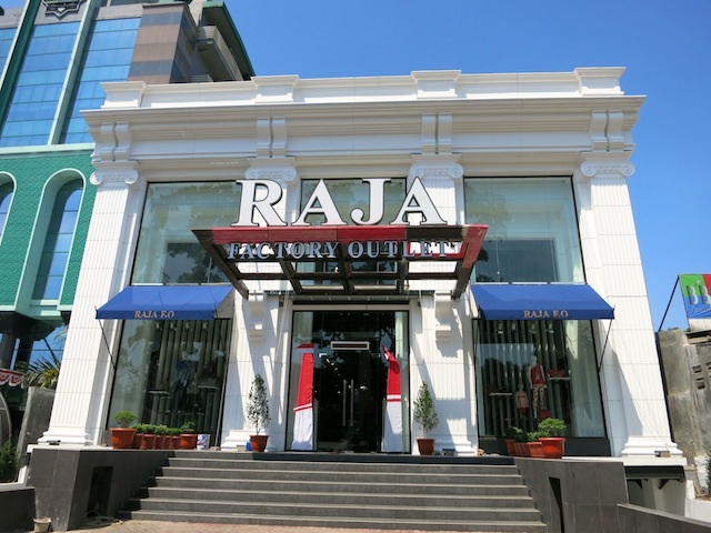 Raja FO outside