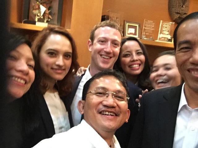 Farina Situmorang mark zuckerberg jokowi selfie