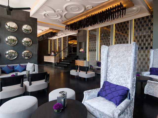 02.Lobby-Lhotelproperty-Honeycomber640x480