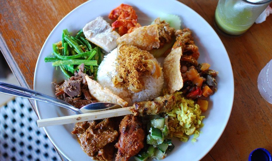 local dishes in Bali - Nasi Campur