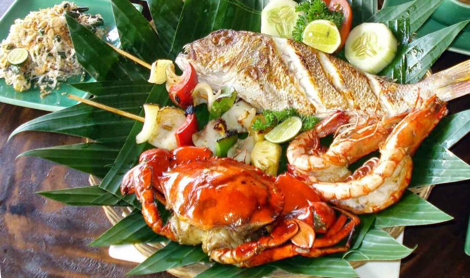 Enjoy fresh seafood in Jimbaran on the beach