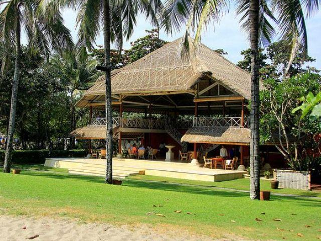 Gail Elliott in Bali: La Lucciola