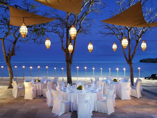Restaurants on the beach: Arwana
