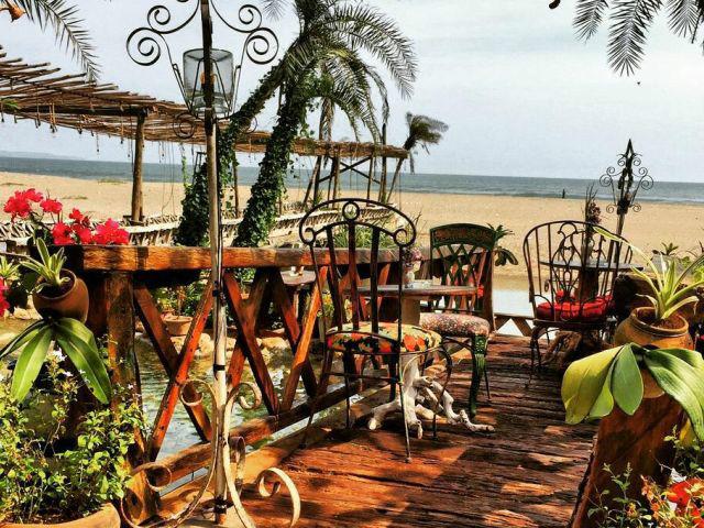 Restaurants on the beach: La Laguna Bali
