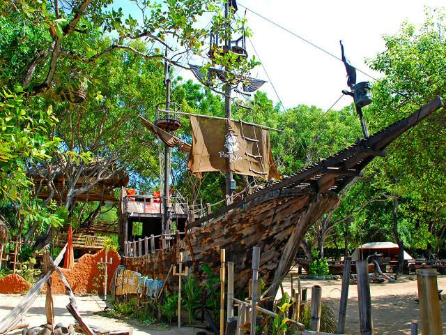 Restaurants on the beach: Pirates Bay Bali