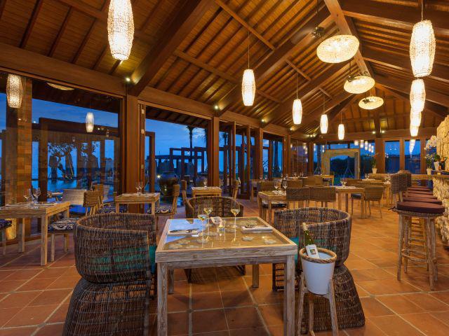 Restaurants on the beach: Standing Stones Restaurant