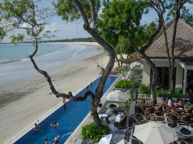 Restaurants on the beach: Sundara