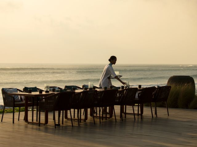 The Best Beachfront Restaurants in Bali with Breathtaking Ocean Views and Delicious Menus