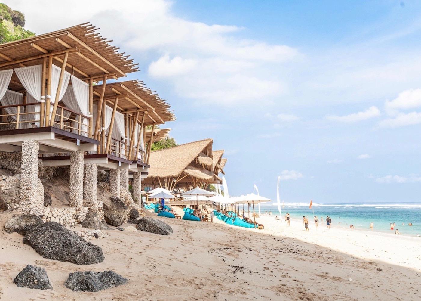 A day well spent at Sundays Beach Club in Uluwatu – sand, sea & sun-soaked splendour!