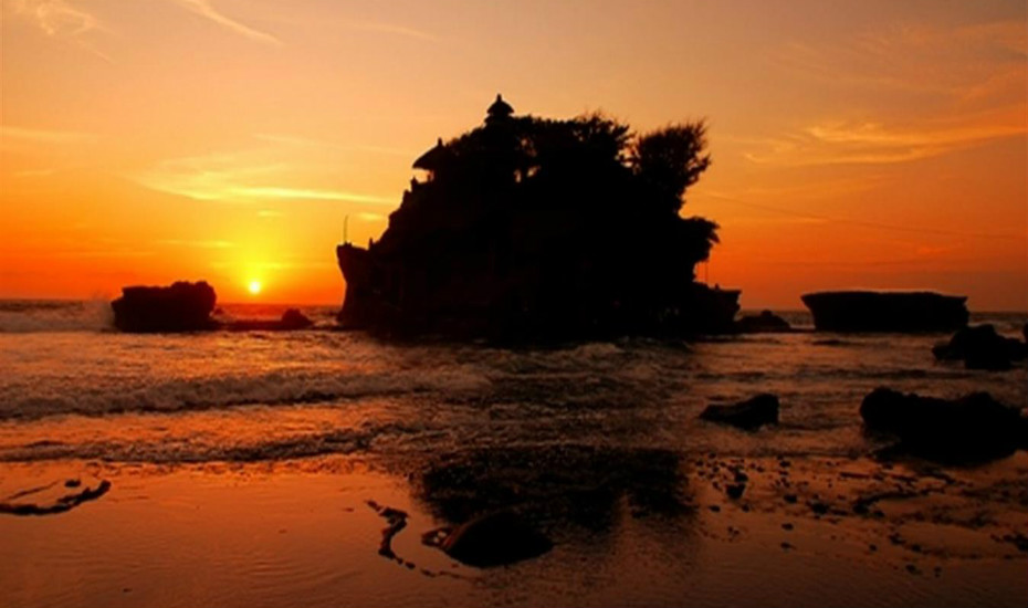 The temple at Tanah Lot is breath-taking at sunset. IC: Guide & Go