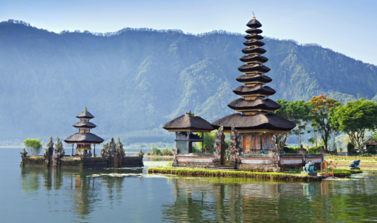 BEST BALI DAY TRIPS:  EXPLORE THE ISLAND'S SPIRITUAL TEMPLES, DOLPHIN WATCHING, JUNGLE TREKS, ISLAND-HOPPING & MORE