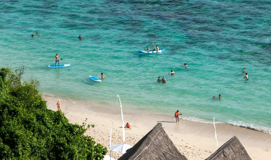 Festive Fun: Spend Your Christmas and NYE at the Iconic Sundays Beach Club in Uluwatu