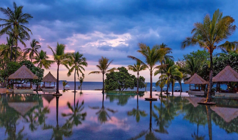 Luxury Hotels in SE Asia: Our top 10 six-star hotels and beach resorts in Bintan, Thailand, Cambodia, Indonesia and beyond for you to crush on!