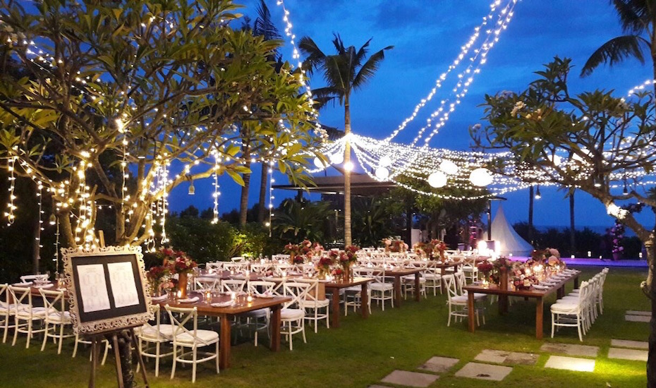Wedding venues in bali 6 luxury villas with stunning sunset in every direction arnalaya beach house gives front row views to those dazzling evening hues junglespirit Images