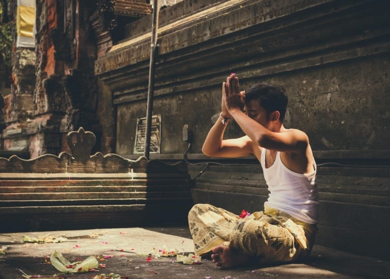 Visit these Top 5 traditional Balinese Healers for a taste of alternative medicine & holistic healing