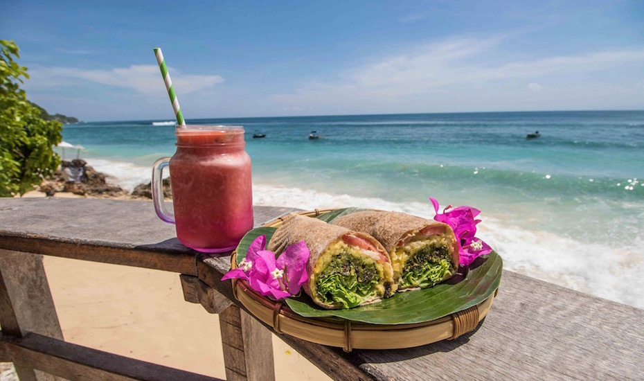 Where to eat in Uluwatu Bali - Kellys Warung Bingin Beach