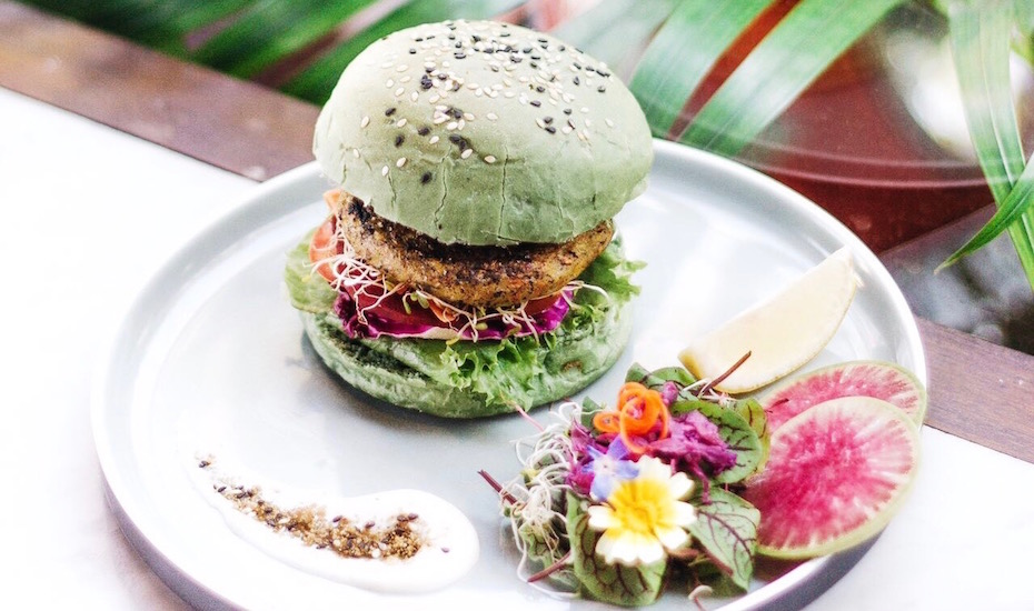 Vegan burger at Peloton Supershop - Canggu's best restaurants