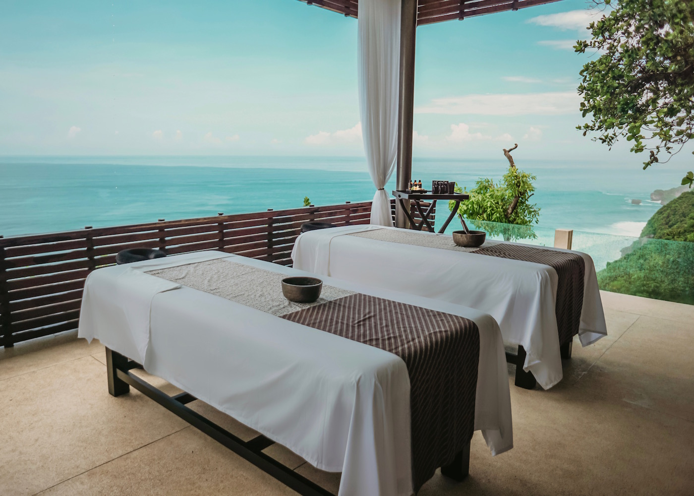 Alila Villas Uluwatu in Bali - Cliff Edge Spa Cabana